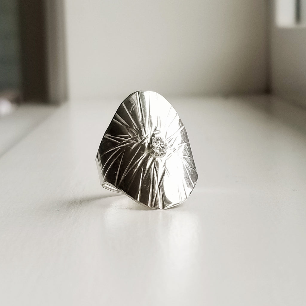 Sungazer shield ring - sterling silver