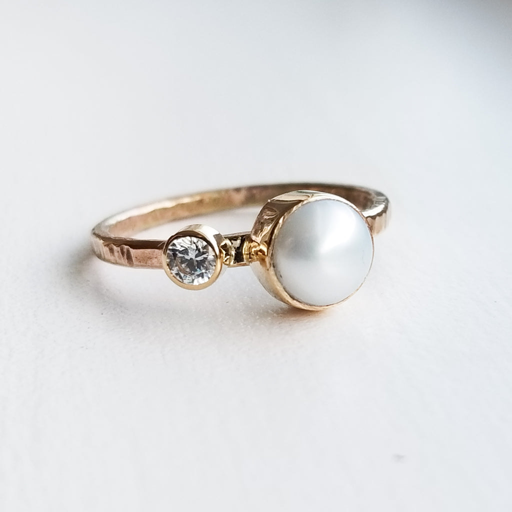 Pearl ring - 14k gold bezels - size 6