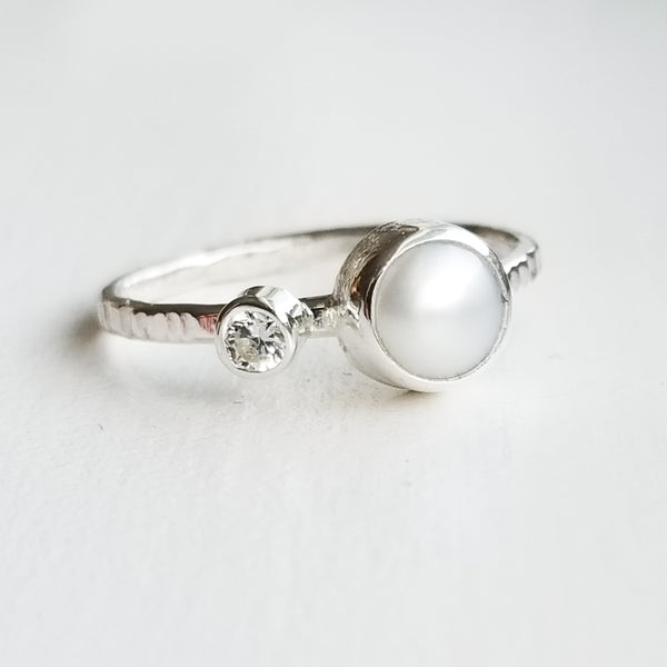Pearl ring - sterling silver - size 7