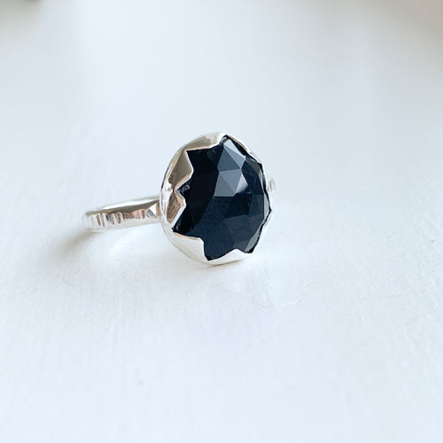 Black Onyx serrated ring  - sterling silver - size 6