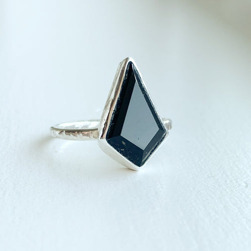 Black Onyx kite ring  - sterling silver - size 7