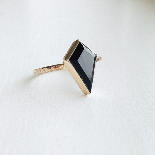 Black Onyx kite ring  - gold - size 7.5