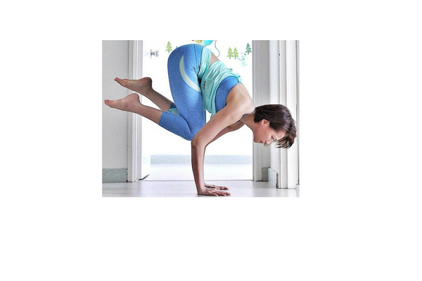 STEP 3: Start to lean forward so that the right foot lifts off the ground. Imagine you want to bring the right knee onto the right tricep but instead hover the right knee between the elbows. Continue to practice at this level, which will help build and strengthen your core and arms over time if you are not ready for the next step.