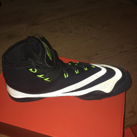 nike-black-hypersweep-wrestling-shoes-inside-view-with-flash