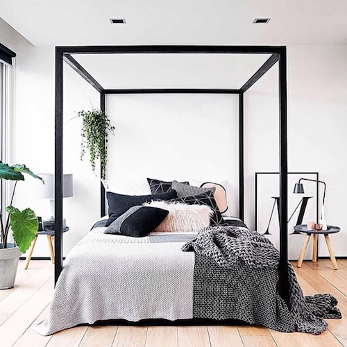 CUBIC 4 Poster Bed in Noir