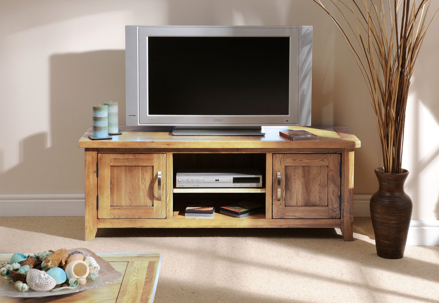 hampshire oak plasma tv stand oak direct. Black Bedroom Furniture Sets. Home Design Ideas