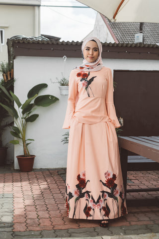 Heliza Maxi Skirt with Placement Floral Print in Apricot