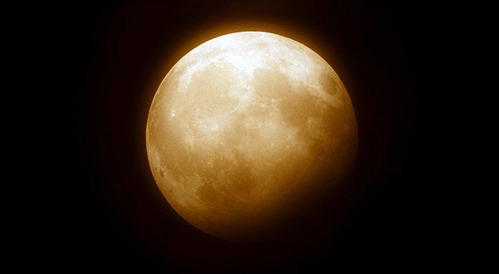 9 Ways This Libra Lunar Eclipse Can Help You Manifest Change
