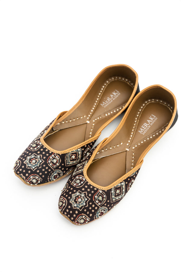 Handcrafted ajrak flats, inspired by the traditional form of South Asian Khussa/Jutti. Made with 100% genuine leather to keep you comfortable regardless of the occasion.