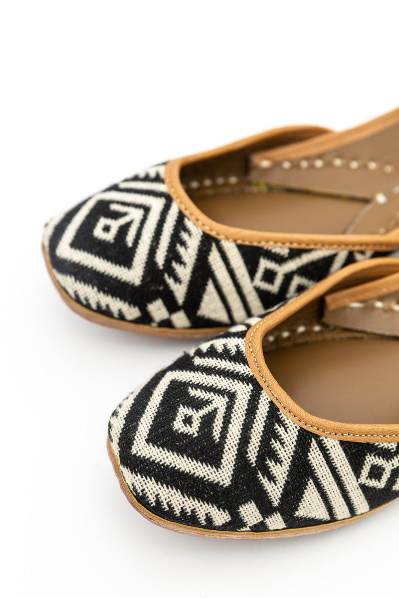 Handcrafted monochrome flats, inspired by the traditional form of South Asian Khussa/Jutti. Made with 100% genuine leather to keep you comfortable regardless of the occasion.