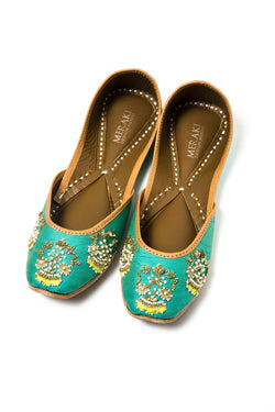 Handcrafted flats, inspired by the traditional form of South Asian Khussa/Jutti. Made with 100% genuine leather. Beaded flats to keep you comfortable regardless of the occasion.