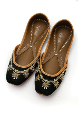 Handcrafted bottle green flats, inspired by the traditional form of South Asian Khussa/Jutti. Made with 100% genuine leather. Velvet flats perfect for any occasion, especially weddings.