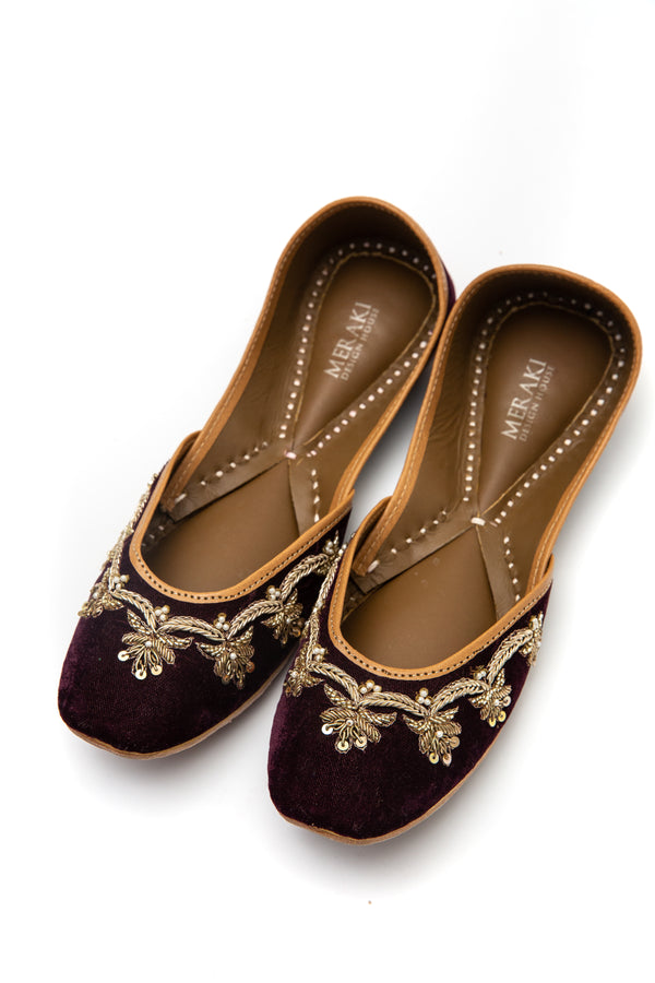 Handcrafted black flats, inspired by the traditional form of South Asian Khussa/Jutti. Made with 100% genuine leather. Velvet flats perfect for any occasion, especially weddings.