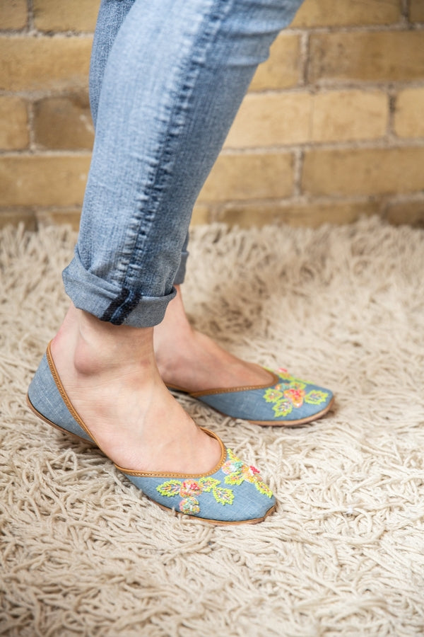 Handcrafted denim flats, inspired by the traditional form of South Asian Khussa/Jutti. Made with 100% genuine leather to keep you comfortable regardless of the occasion.