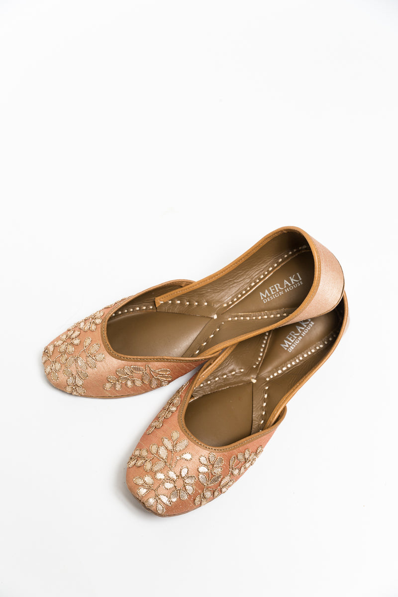 Handcrafted peach flats, inspired by South Asian Khussa/Jutti design. Made with 100% genuine leather. Intricate embroidery and comfort come together to bring the most perfect flats for any occasion, especially daytime weddings.