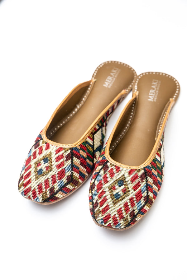 Handcrafted flats, inspired by the traditional form of South Asian Khussa/Jutti. Made with 100% genuine leather to keep you comfortable regardless of the occasion.
