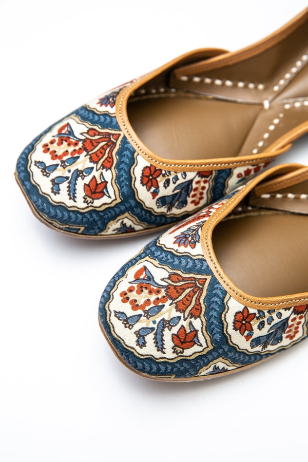 Handcrafted block-print flats, inspired by the traditional form of South Asian Khussa/Jutti. Made with 100% genuine leather to keep you comfortable regardless of the occasion.