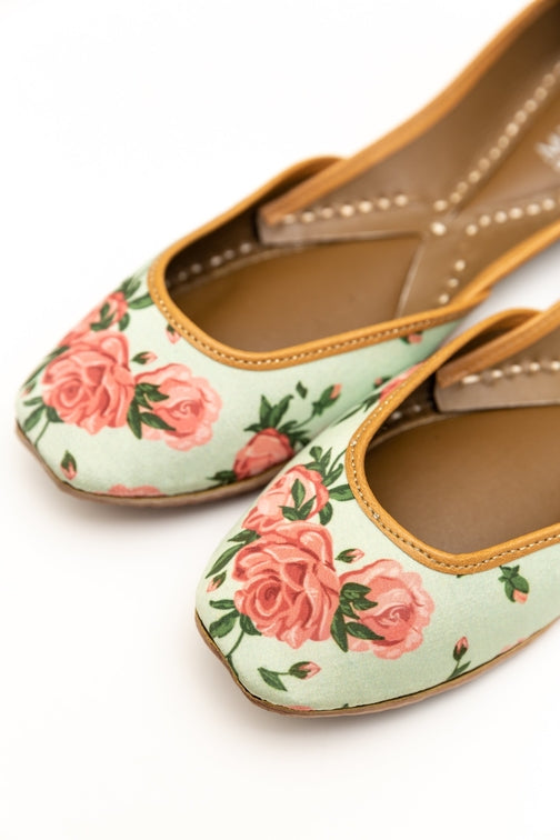 Handcrafted floral flats, inspired by the traditional form of South Asian Khussa/Jutti. Made with 100% genuine leather to keep you comfortable regardless of the occasion.