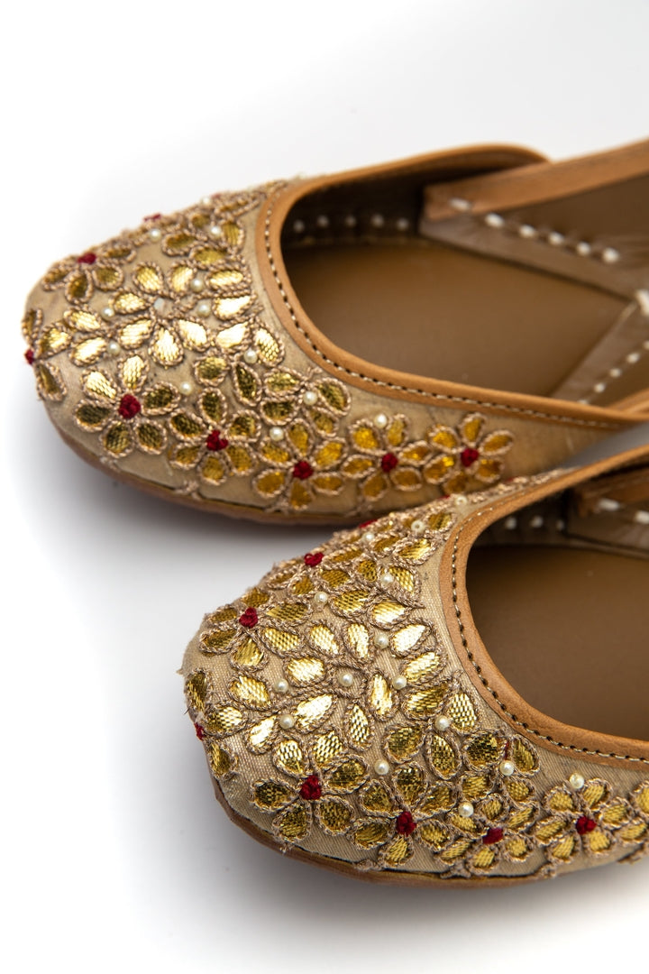 Handcrafted Flats l Traditional Khussa l Traditional Jutti l Fancy l Beading l Wedding Inspo l Comfortable Flats l Beauty l Fashion l Mehendi Inspo l Golden l Gota l Embroidery l
