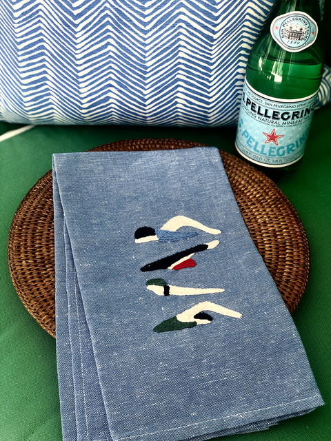 EXCLUSIVE EMBROIDERED HAND TOWELS WITH SWIMMER