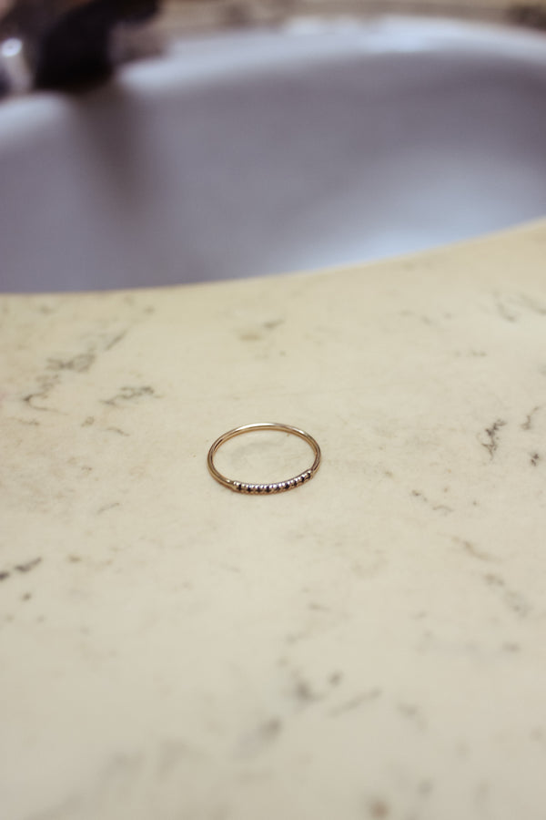 Pavé Small Thread Arc Ring in Yellow Gold + Black Diamonds