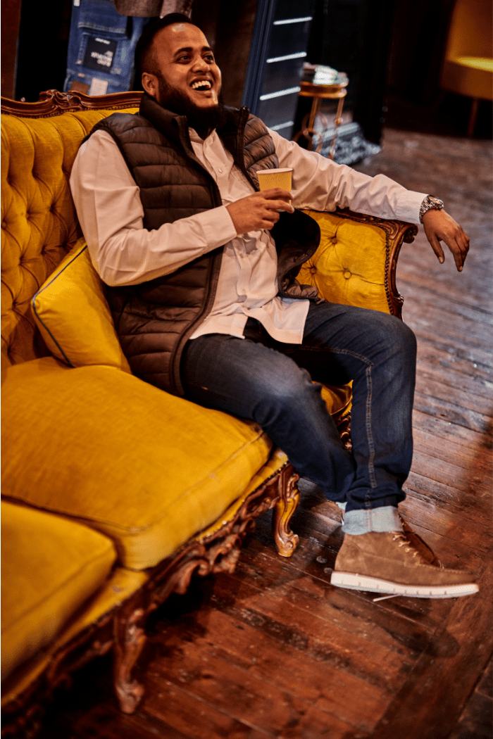 Abu's Relaxed Look blend-dark-green-gilet / farah-white-oxford-shirt / blend-dark-wash-jeans
