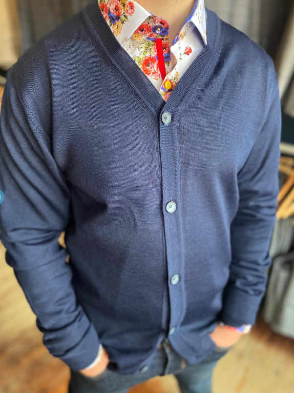 Casual Jumper Look casual-friday-kurt-navy-merino-wool-cardigan / claudio-lugli-white-floral-shirt / blend-dark-wash-jeans
