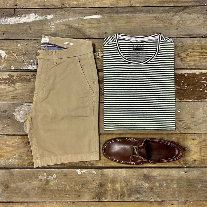Casual T-shirt Weekend Look copy-of-blend-white-cotton-tiger-print-t-shirt / casual-friday-beige-chino-shorts / dek-brown-boat-shoes