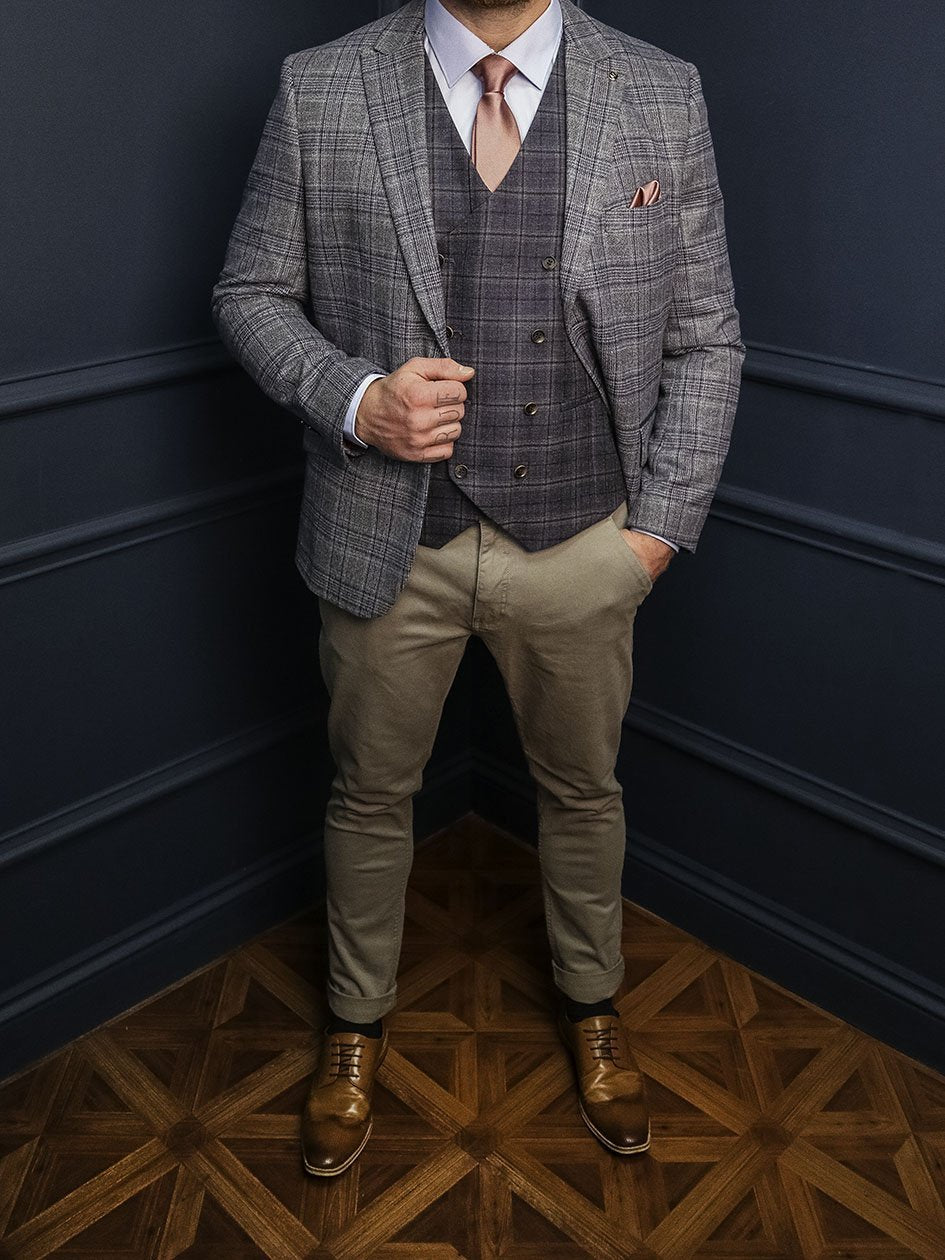 Lestrade & Watson Casual Smart Look master-debonair-bruce-grey-herringbone-tweed-blazer / master-debonair-rathbone-navy-herringbone-tweed-waistcoat / blend-dark-wash-jeans