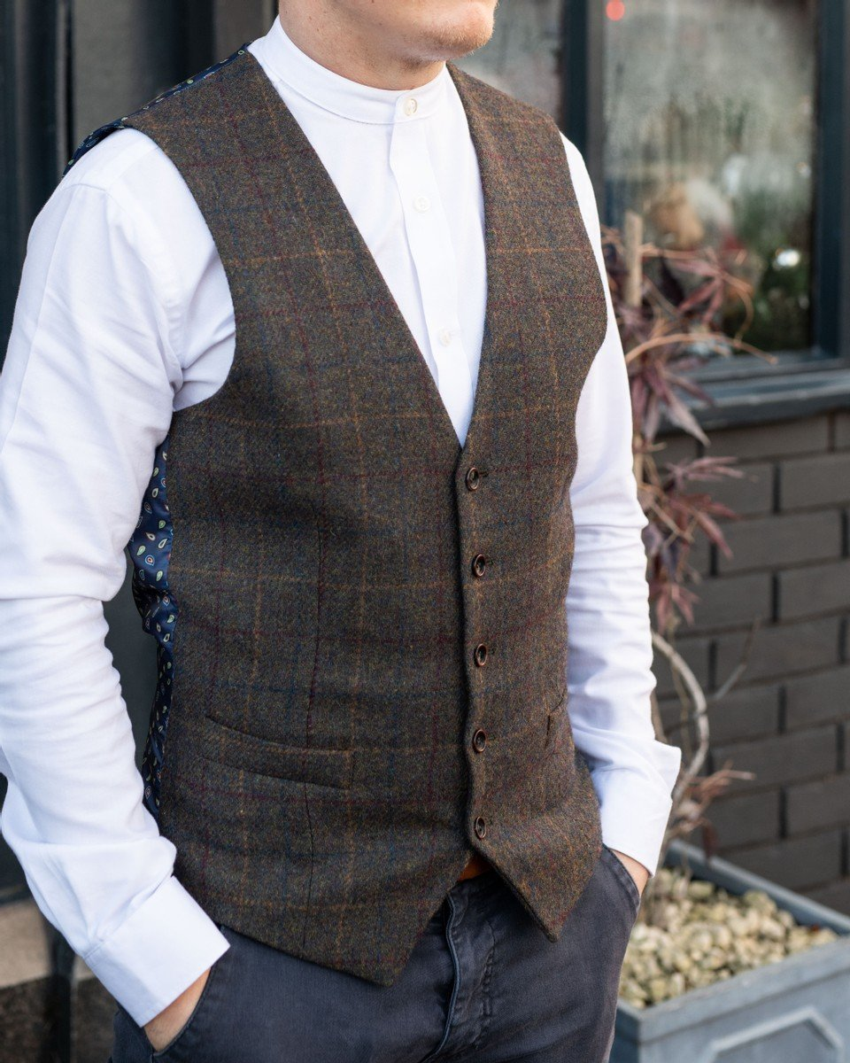Rob's Hanagan Look skopes-white-cotton-grandad-shirt / skopes-hanagan-olive-check-waistcoat / blend-navy-chinos