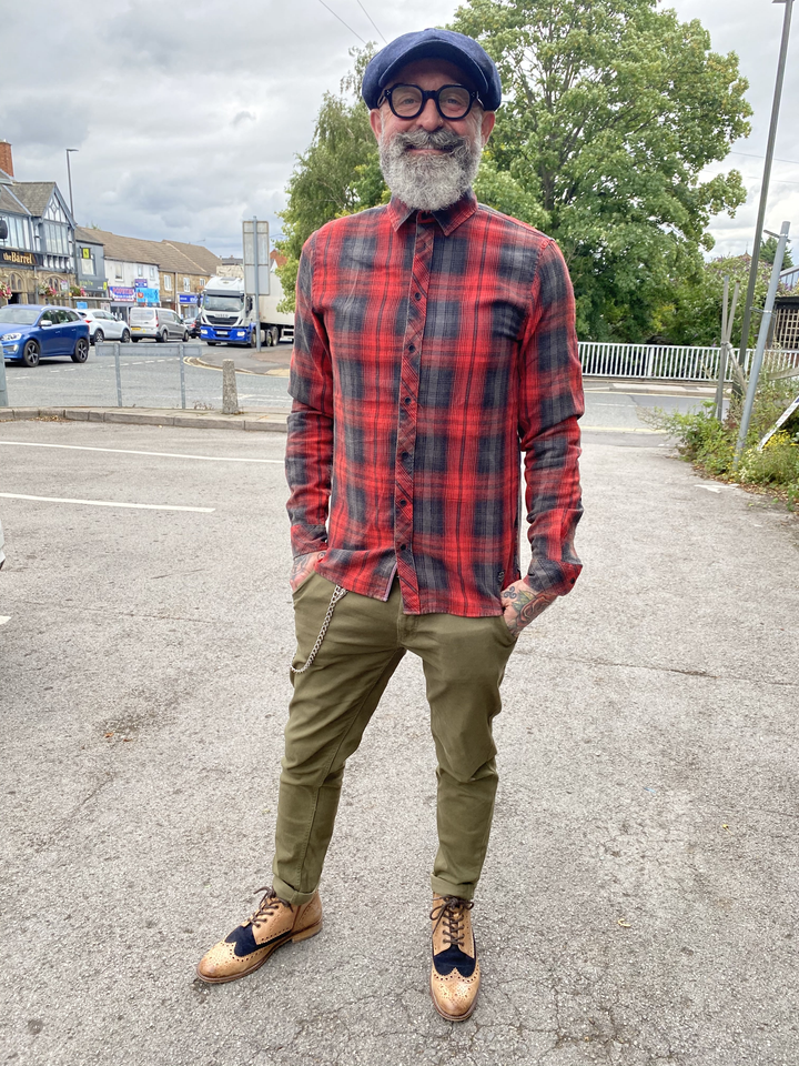 Simon's Red Checked Shirt Look blend-red-check-shirt / blend-olive-chinos / london-brogues-gatsby-tan-navy-leather-hi-brogue-boot