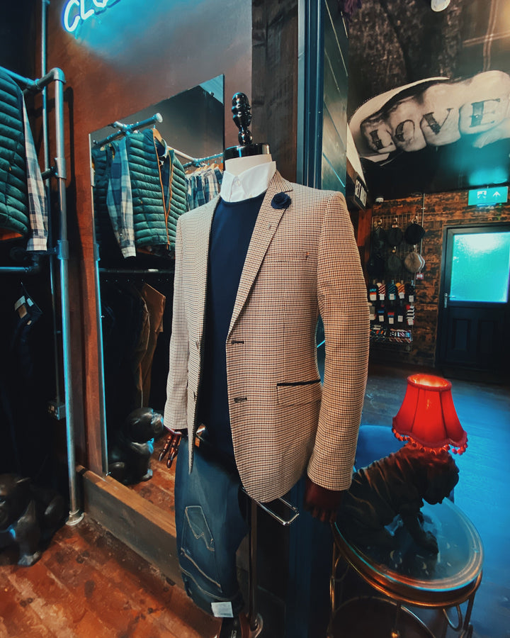 Smart Casual Mannequin barbour-sandwood-stone-cotton-check-shirt / dek-brown-boat-shoes / casual-friday-navy-chino-shorts