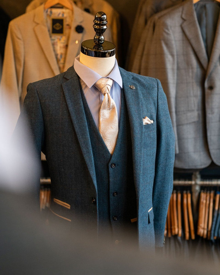 Smart Marc Darcy Dion Look marc-darcy-dion-tweed-herringbone-blazer-with-paisley-lining-blue / marc-darcy-dion-tweed-herringbone-waistcoat-with-dot-lining-blue / skopes-lyfcycle-plain-sky-blue-tailored-fit-shirt