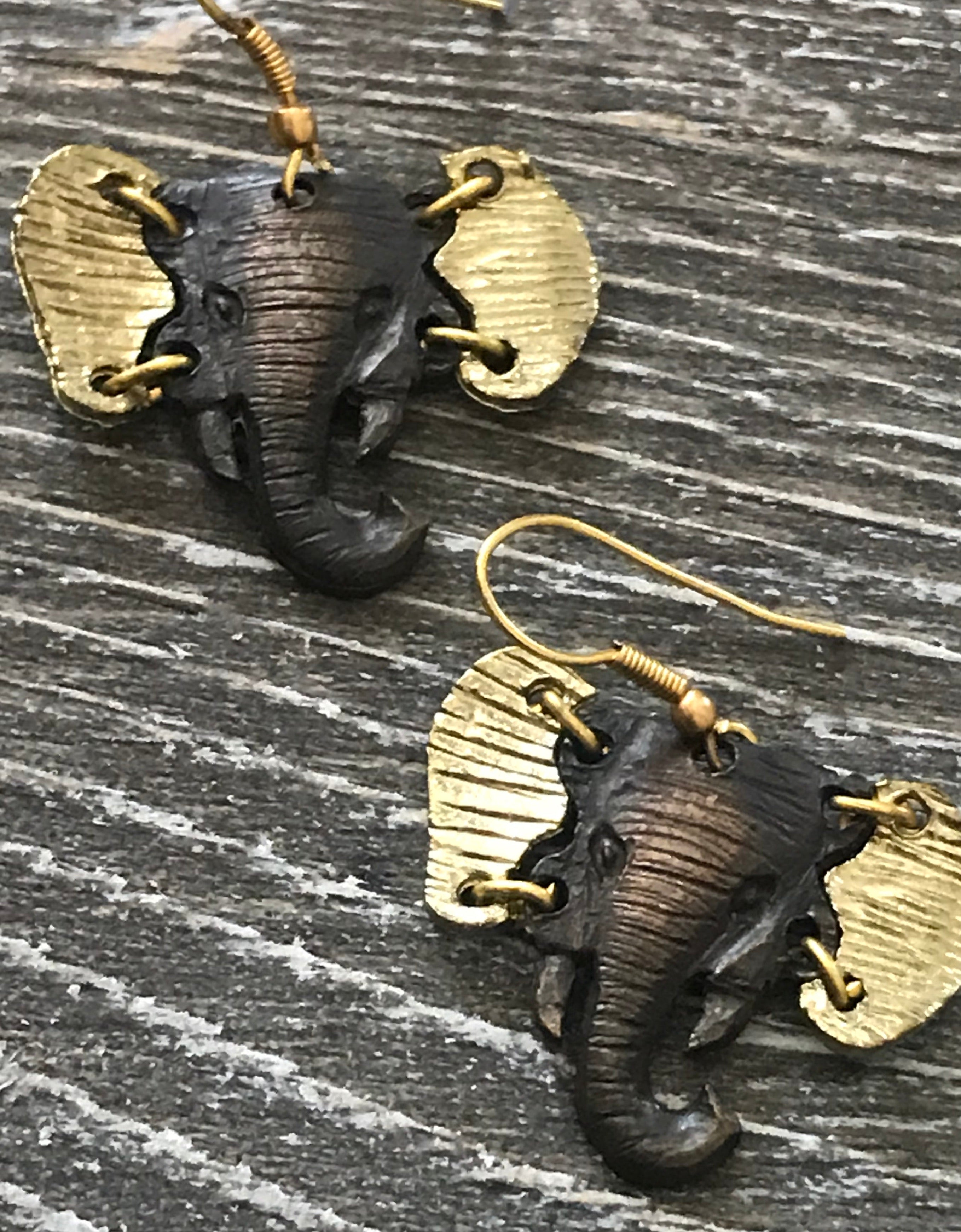 Bold New Herd Necklace and Earrings Set