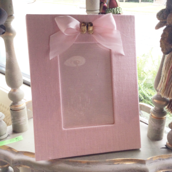 Baby Medallion Bootie Shoes Photo Frame (Pink Rose)