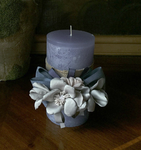 "SK Collection Candle ""Purple with Grey Silk Flowers"""