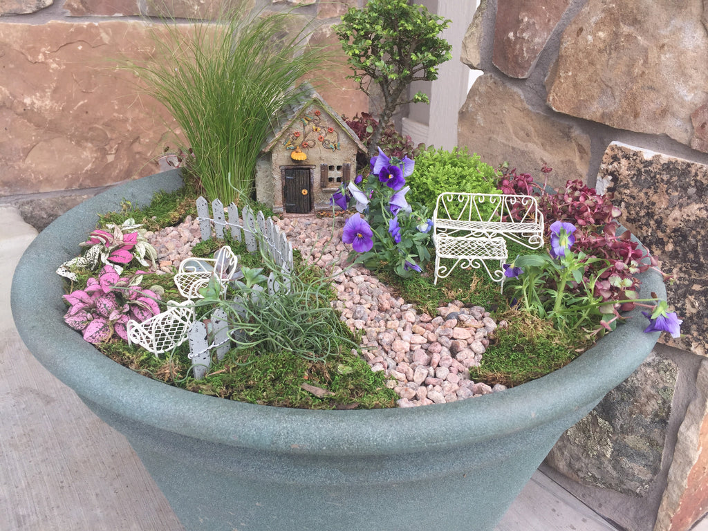 How to Build A Mossy Fairy Garden