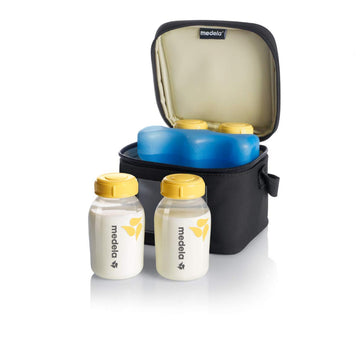 Medela Cooler Bag With Four Breastmilk Bottles