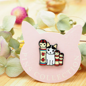 Pottering Cat Pin - Kokeshi Dolls