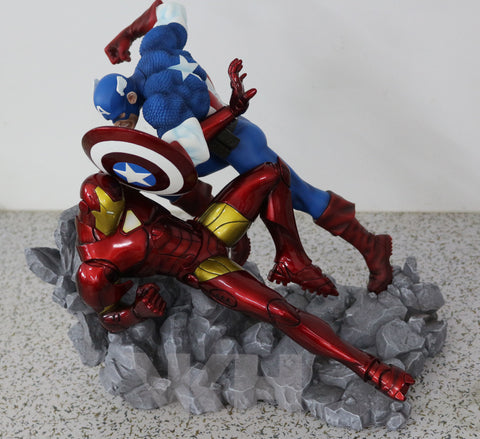 Marvel Comics VKH Captain America VS Iron Man Resin Statue