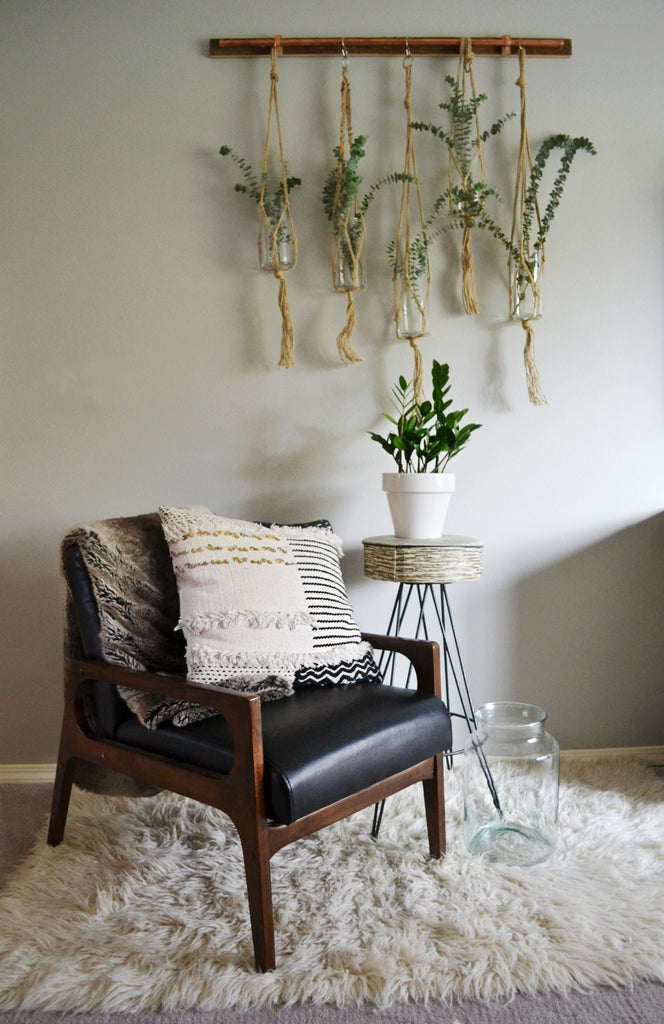 Home Tour with Sarah Voss of Trouvaille Lifestyle Shop.  Macrame vase, Shag rug