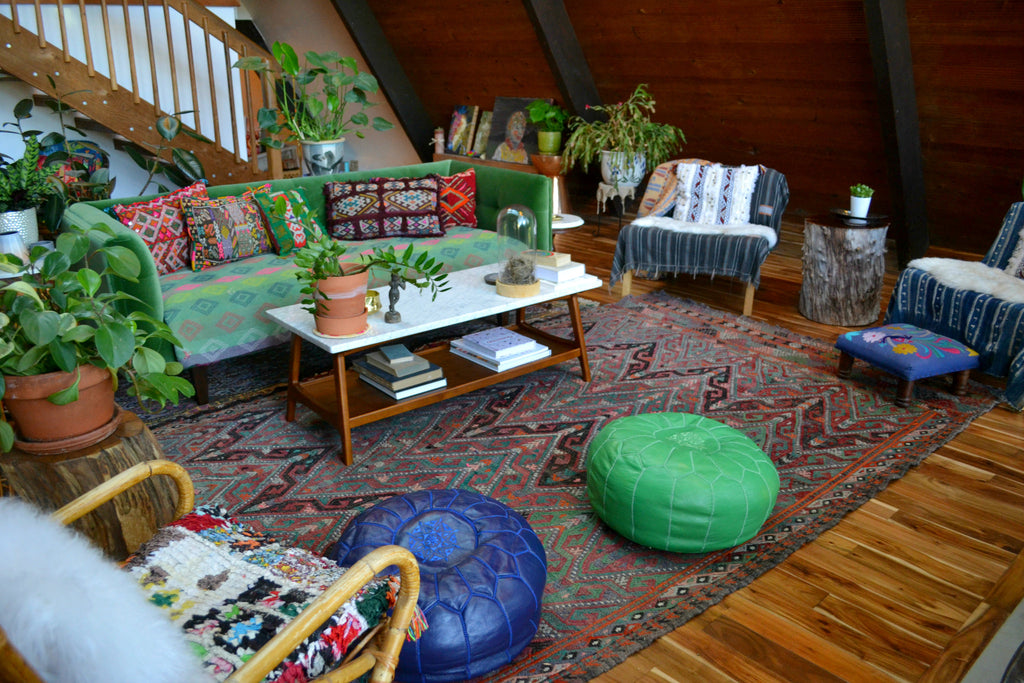 Green velvet couch, moroccan poofs, plants