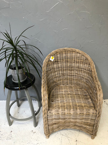 Thick wicker single chair