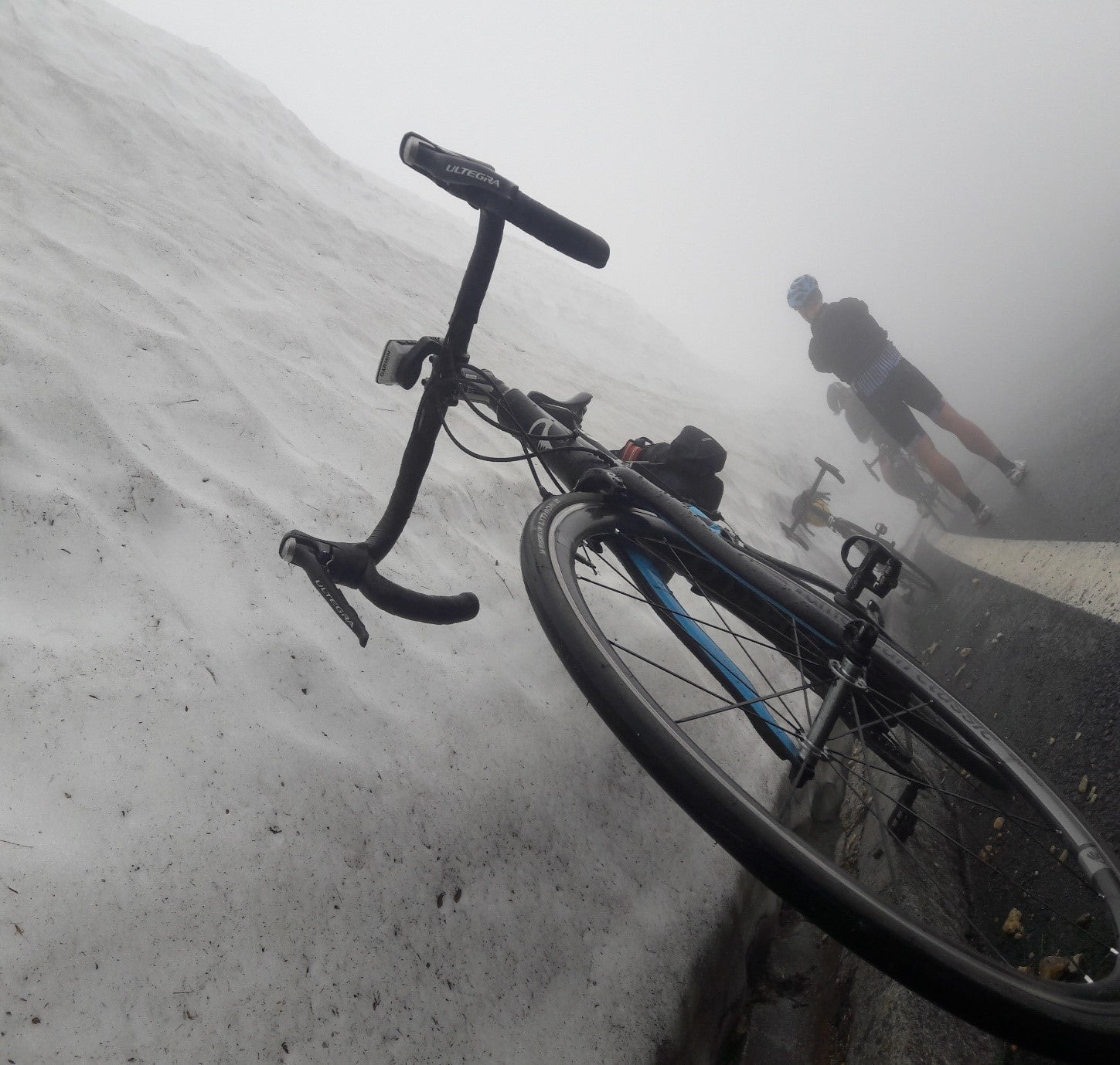 The 5-meter-high snow banks, mist and cold on one side of the mountain.