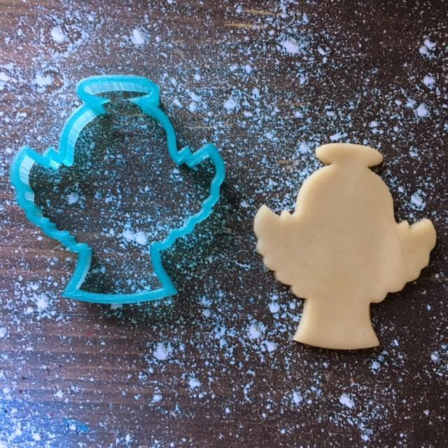 Angel Cookie Cutter with Cookie