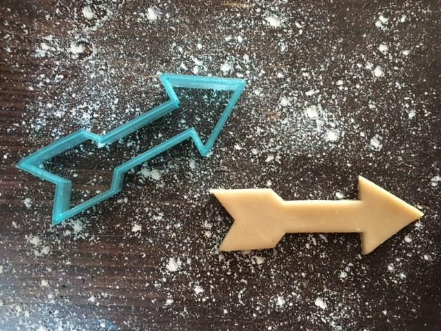 Arrow Cookie Cutter with Cookie