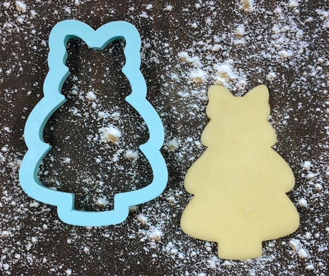 Christmas Tree with Bow Cookie Cutter with Cookie