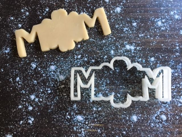 Flower Mom Cookie Cutter with Cookie