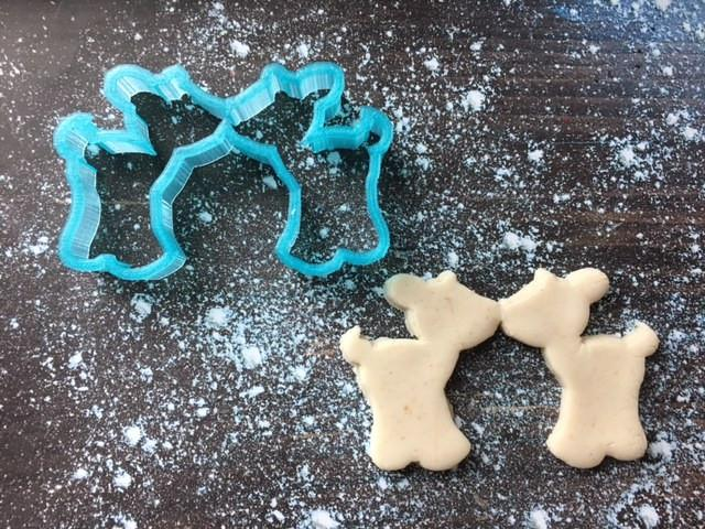 Kissing Deer Cookie Cutter with Cookie