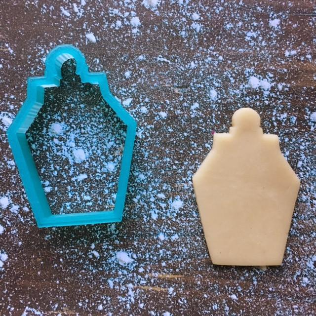 Lantern Cookie Cutter with Cookie